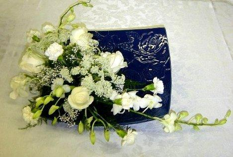 Diy flower arrangements for casual afternoon tea party california the left end and right end arrangements do not use any vase or container specifically designed for flower solutioingenieria Image collections