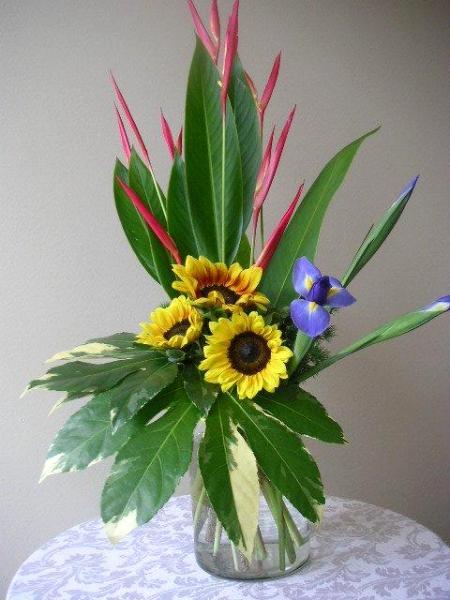 Floral design lesson fresh flower arrangement elementary