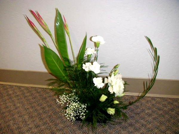 Crescent arrangement california flower art academy for Crescent bouquet