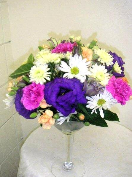 Diy flower arrangements for casual afternoon tea party california if your friends are interested in floral arrangement you can enjoy talking about how you make these flower decorations there are various floral designs solutioingenieria Image collections