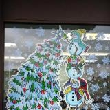 Snowmen decorating tree