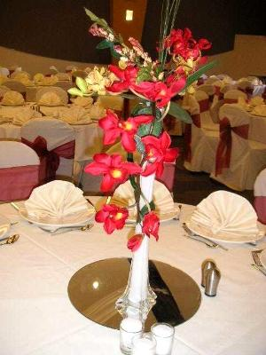 wedding party table arrangement