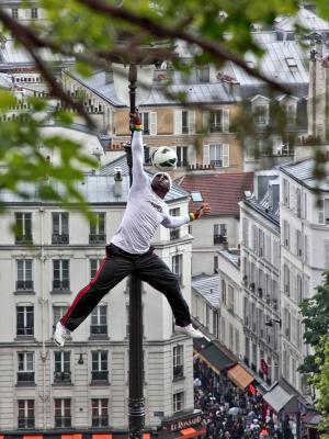 Street Performer - Montmartre