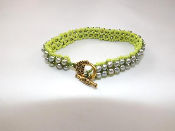 B-25 lime green freshwater pearl bracelet