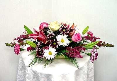 Horizontal floral arrangement