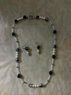 Black and White glass bead set