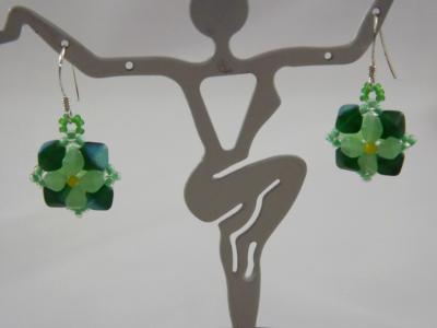 E-116 Mint Green & Dark Green Flower Earrings