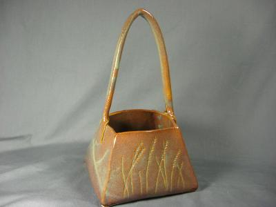 100830.E Porcelain Basket with Wheat Carving