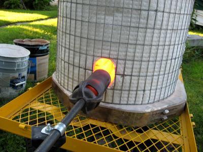 Heating up the fiber blanket kiln using a venturi burner.