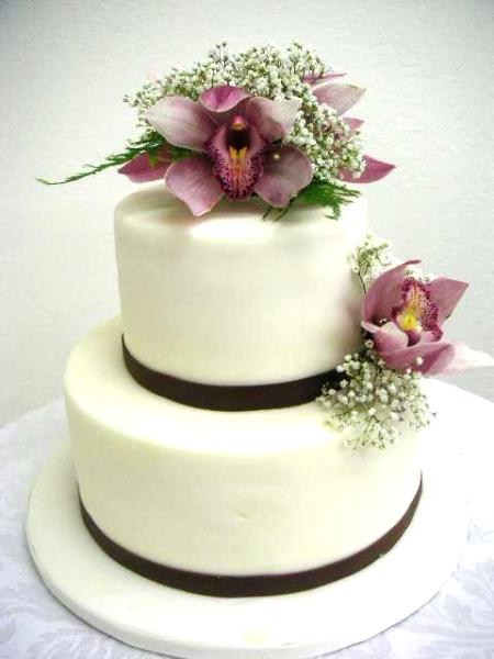 decorate wedding cake with fresh flowers flower arrangement to decorate a wedding cake california 13390