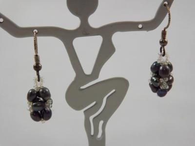E-68 Black Pearl Earrings