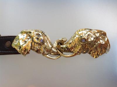 Elephant belt buckle in bronze