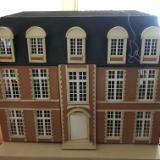 DOLLS HOUSE GALLERY ~ Chataue La Maison