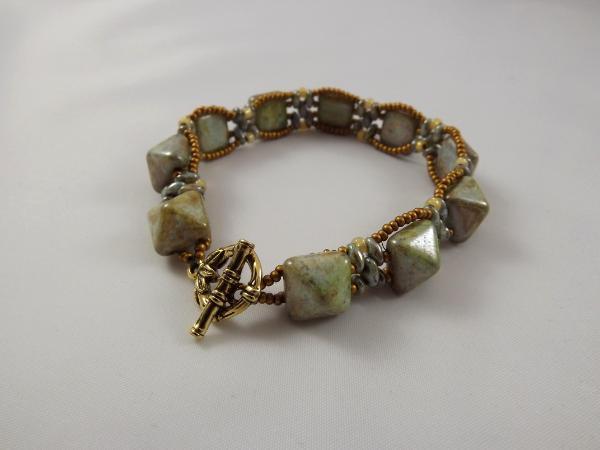 B-23 sage green stud bead bracelet