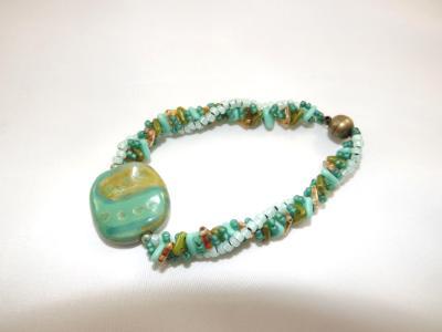 B-146 Green Kazuri bead bracelet w/spiral rope